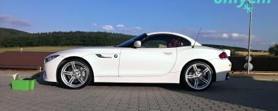BMW Z4 - white