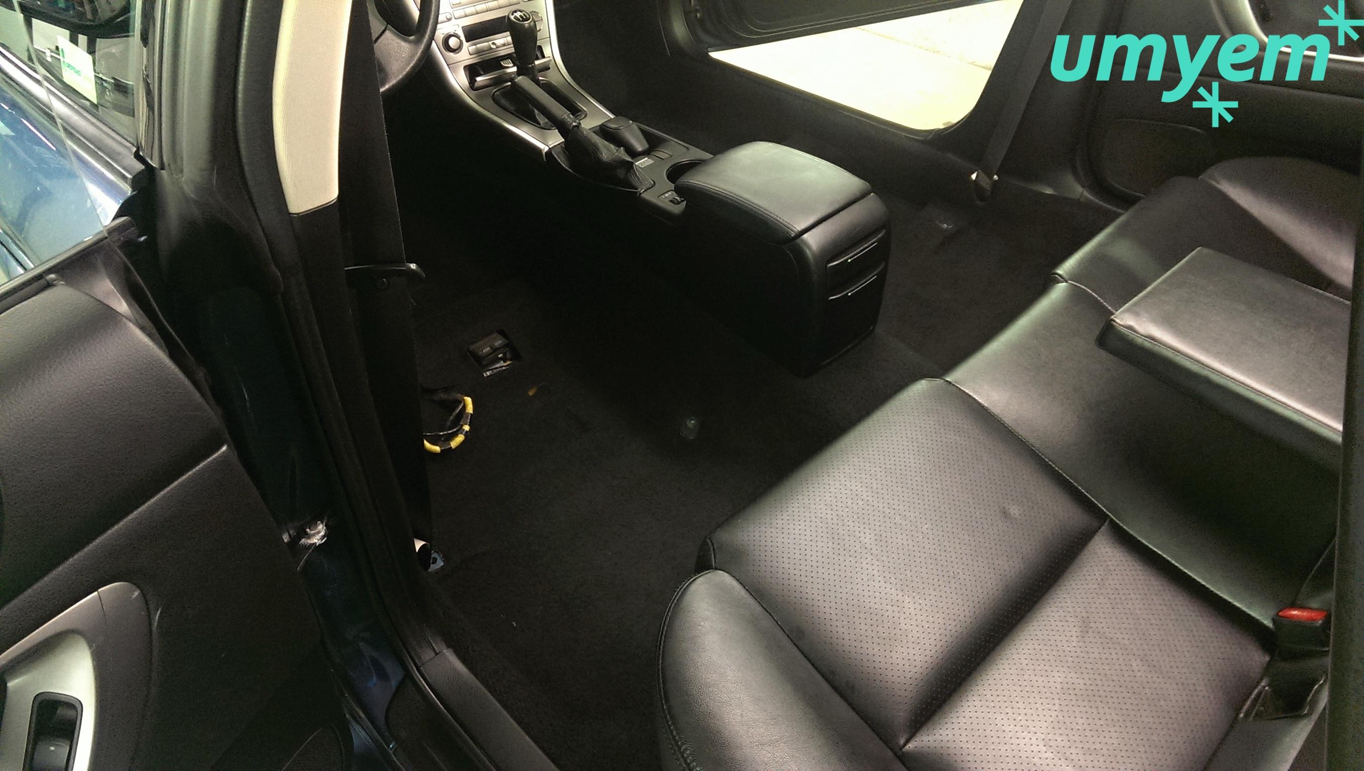 Subaru Legacy - čištění interiéru